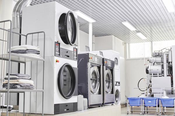 クリーニングの機械とは?クリーニングに用いられる業務用機械の特徴を解説